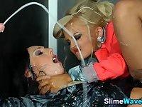 Strapon lesbos bukkaked